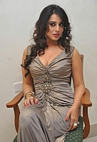 mahie-gill-hot-and-spicy-pics-10