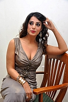 mahie-gill-hot-and-spicy-pics-16