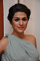 shraddha-das-hot-and-spicy-pics-01