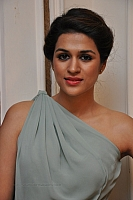 shraddha-das-hot-and-spicy-pics-02