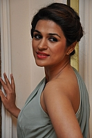 shraddha-das-hot-and-spicy-pics-08