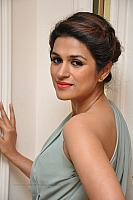 shraddha-das-hot-and-spicy-pics-11